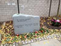 Gedenkstein in der Nehrinstr. 9