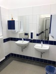 Nagelneue WC-Anlage im EG - Handwaschbecken